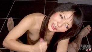 Maki Kozue Handjob